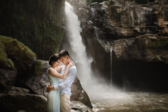 Blangsinga Engagement in Bali by Maxtu Photography - 021