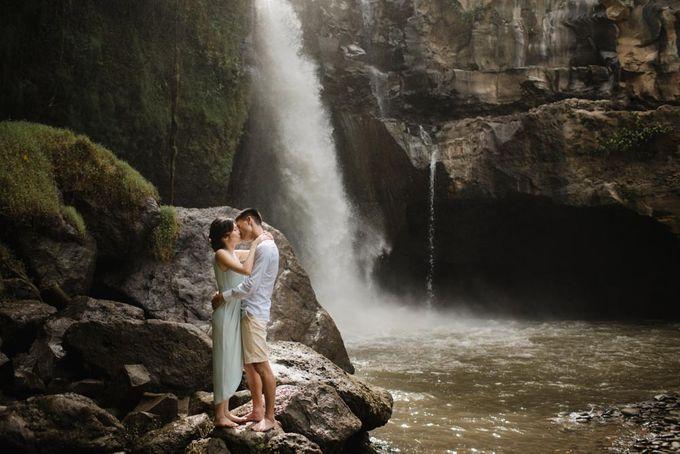 Foto pertunangan di tegenungan bali by Maxtu Photography - 021
