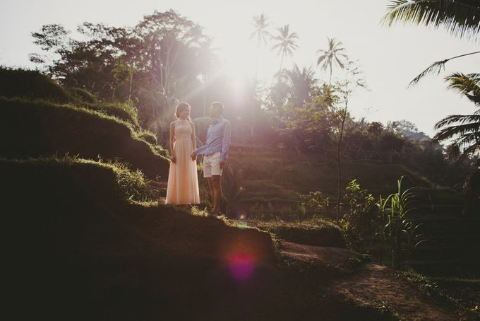 Blangsinga Engagement in Bali by Maxtu Photography - 003