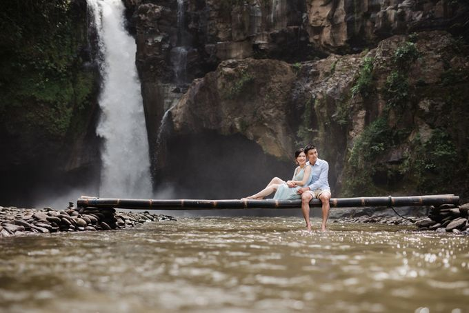 Foto pertunangan di tegenungan bali by Maxtu Photography - 024