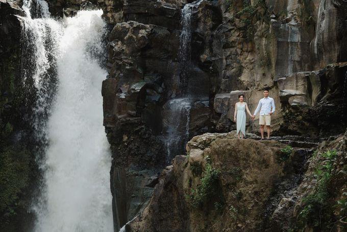 Foto pertunangan di tegenungan bali by Maxtu Photography - 025