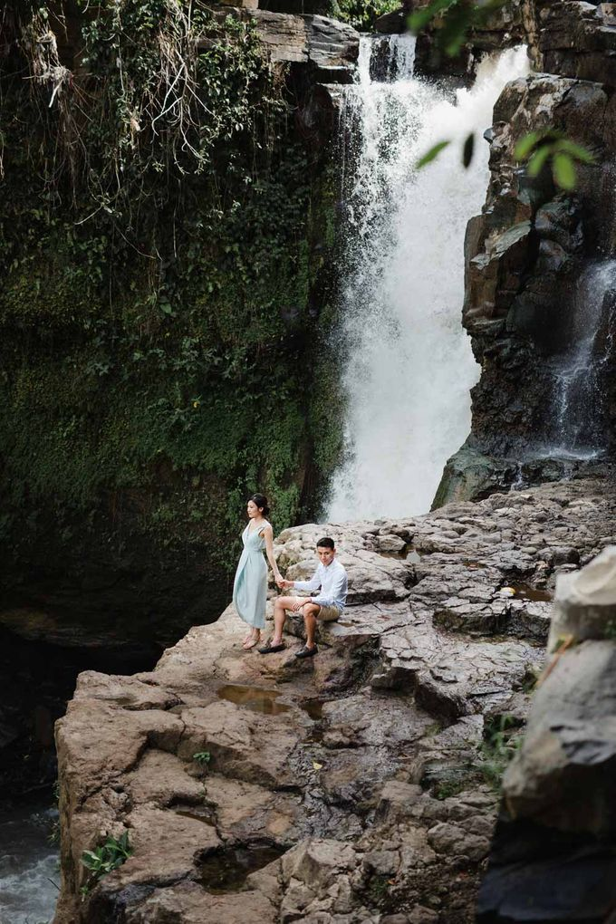 Blangsinga Engagement in Bali by Maxtu Photography - 026
