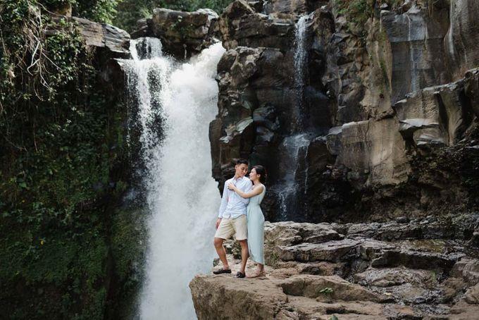 Foto pertunangan di tegenungan bali by Maxtu Photography - 027