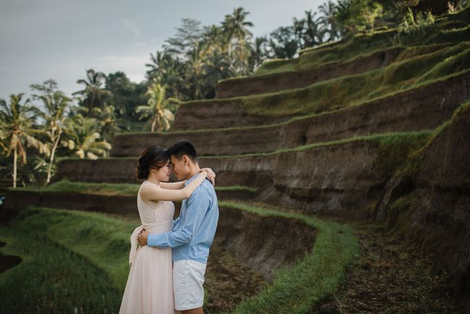 Blangsinga Engagement in Bali by Maxtu Photography - 004