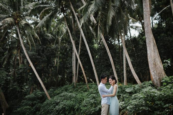 Blangsinga Engagement in Bali by Maxtu Photography - 028