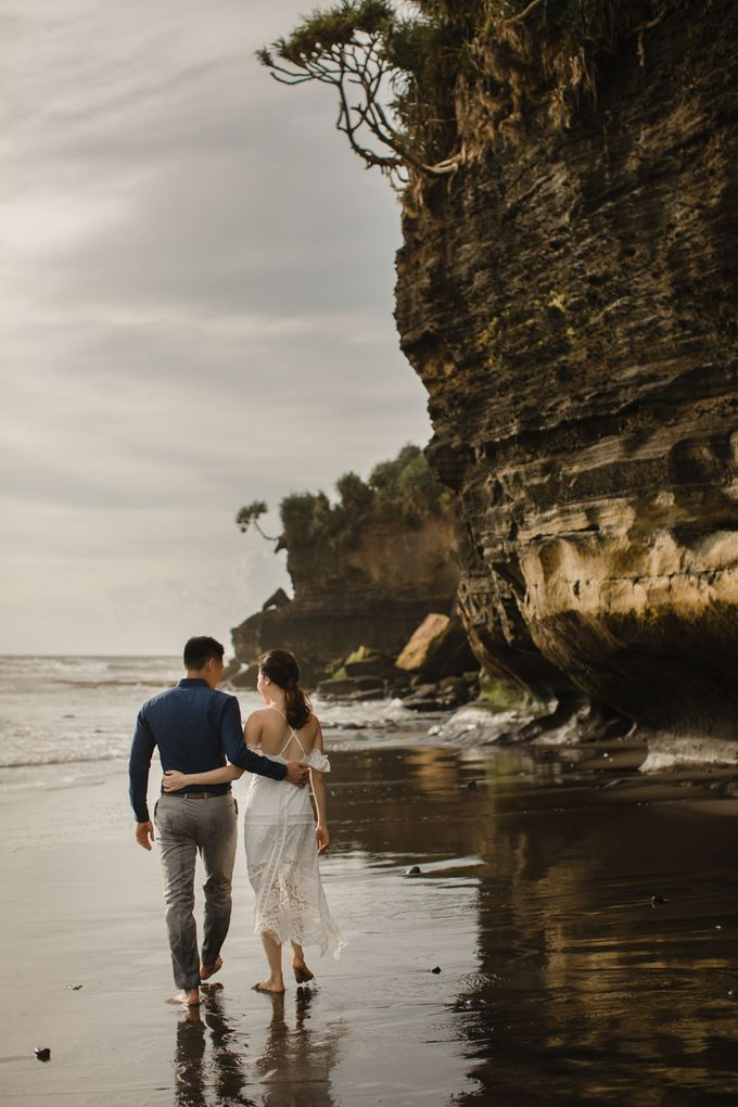 Blangsinga Engagement in Bali by Maxtu Photography - 033
