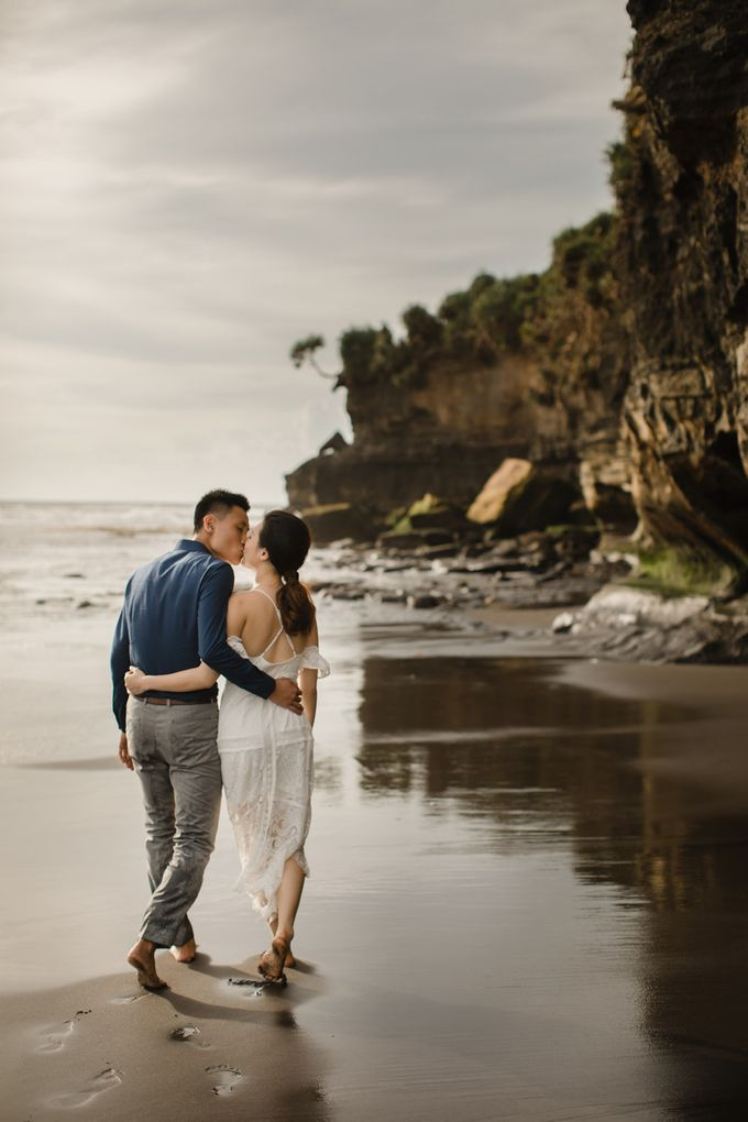 Blangsinga Engagement in Bali by Maxtu Photography - 035