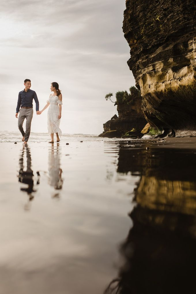 Blangsinga Engagement in Bali by Maxtu Photography - 034