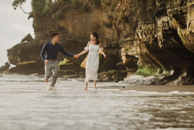 Blangsinga Engagement in Bali by Maxtu Photography - 036