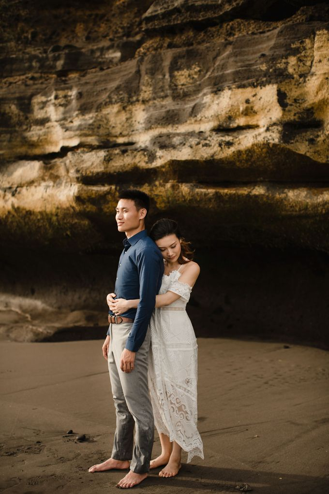 Blangsinga Engagement in Bali by Maxtu Photography - 039