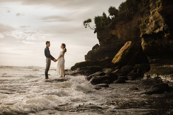 Blangsinga Engagement in Bali by Maxtu Photography - 038