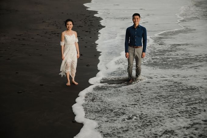 Blangsinga Engagement in Bali by Maxtu Photography - 041