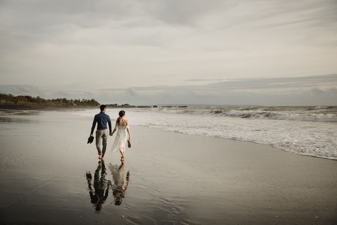 Blangsinga Engagement in Bali by Maxtu Photography - 043