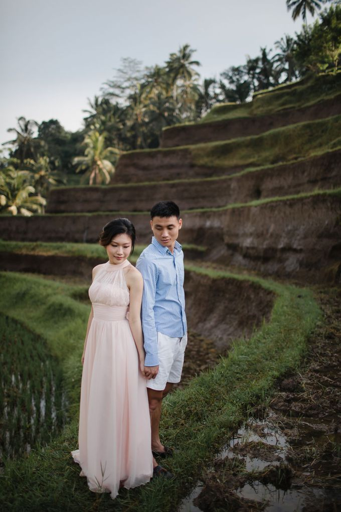 Blangsinga Engagement in Bali by Maxtu Photography - 006