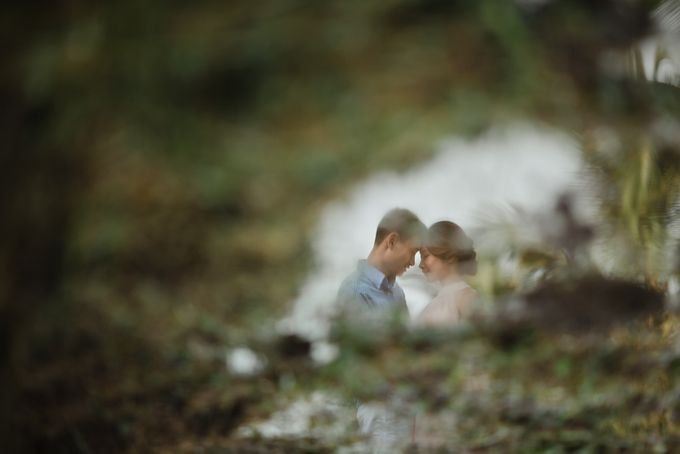 Foto pertunangan di tegenungan bali by Maxtu Photography - 007