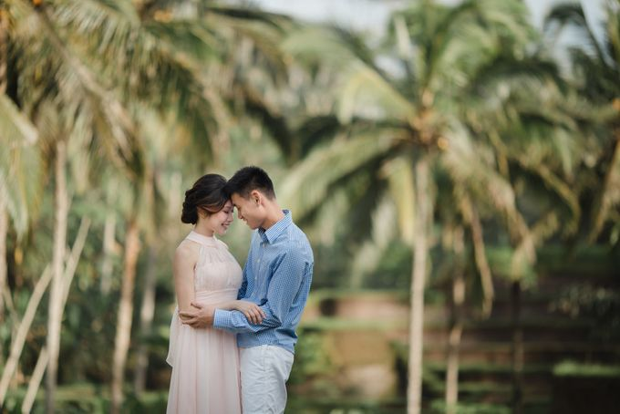 Blangsinga Engagement in Bali by Maxtu Photography - 009