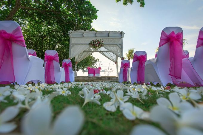 Renae and Mark Wedding Photography at Bali Garden Beach Resort by D'studio Photography Bali - 006
