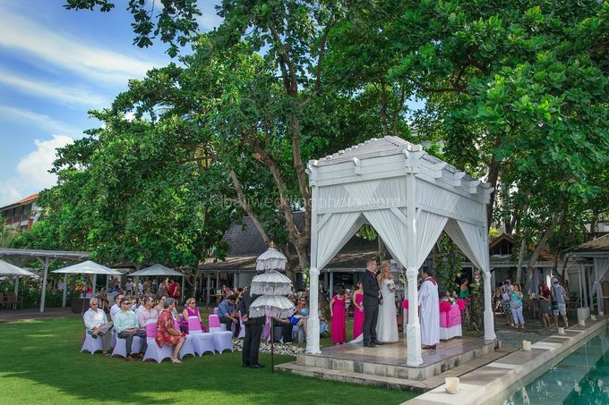Renae and Mark Wedding Photography at Bali Garden Beach Resort by D'studio Photography Bali - 010