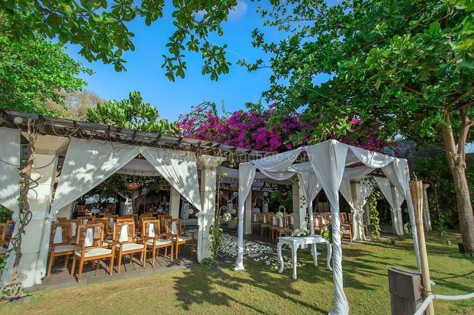 Wedding Pictures of Mat and Naomi Wedding Day at Ma Joly Bali by D'studio Photography Bali - 011