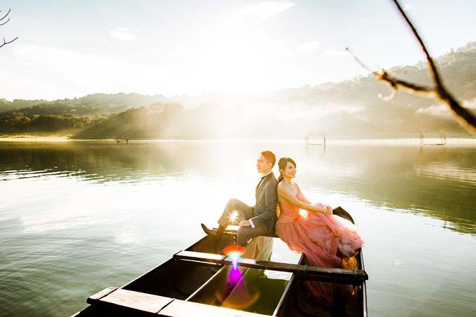 John & Emily Pre-wedding by Bali Pixtura - 003