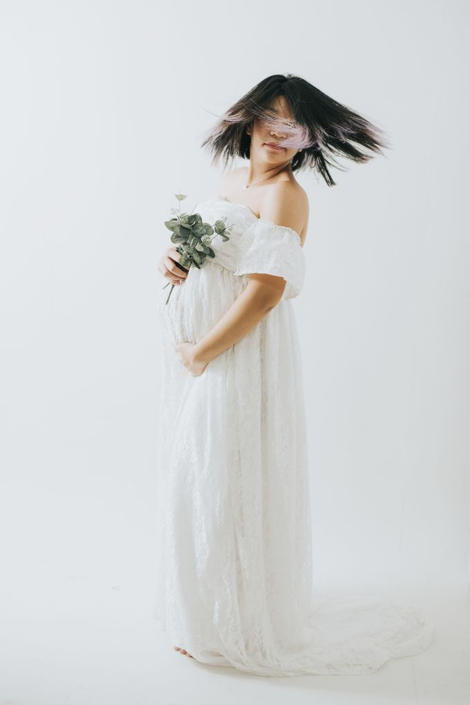 Maternity Portrait by PICTUREHOUSE PHOTOGRAPHY - 005