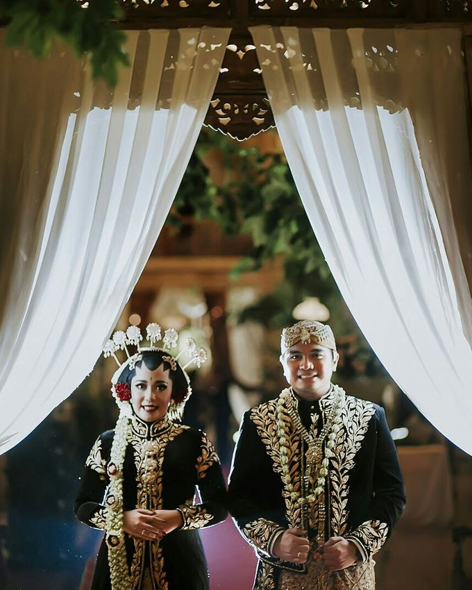The Wedding Of Ayu + Agung by Wong Akbar Photography - 010