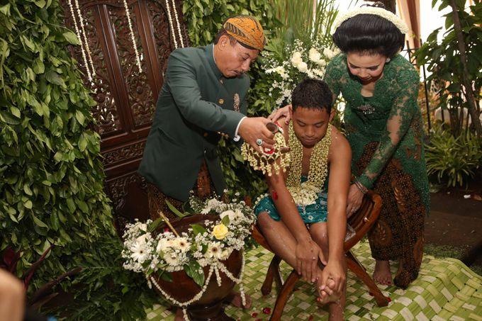 Bunga & Dendy Wedding Day by Adhyakti Wedding Planner & Organizer - 005