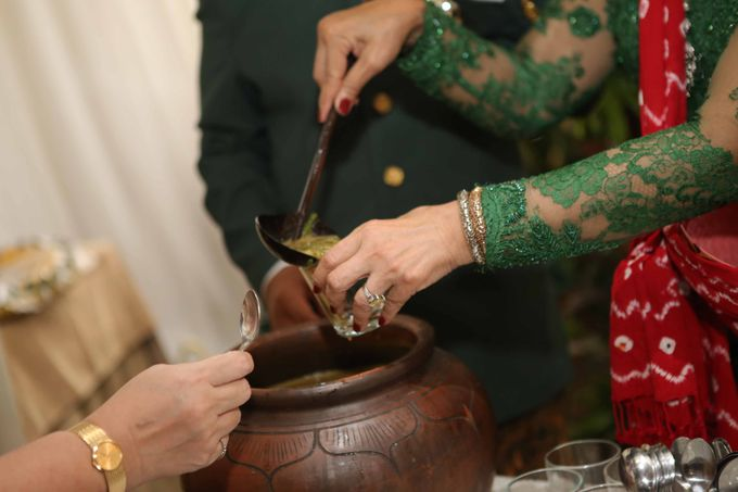 Bunga & Dendy Wedding Day by Adhyakti Wedding Planner & Organizer - 004