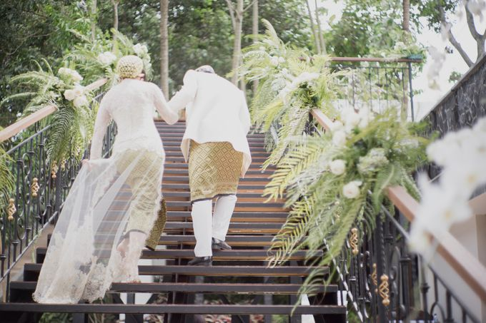 Bunga & Dendy Wedding Day by Adhyakti Wedding Planner & Organizer - 009