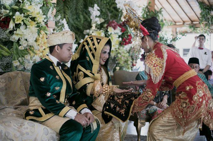 Bunga & Dendy Wedding Day by Adhyakti Wedding Planner & Organizer - 011