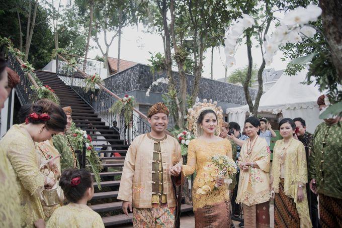Bunga & Dendy Wedding Day by Adhyakti Wedding Planner & Organizer - 015