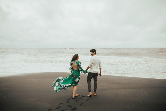 Beach Stroll & Hotel Room Session on Rashi & Prateek by fire, wood & earth - 006