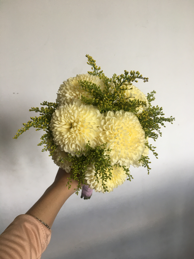 Simple Korean Style Wedding Bouquet by Beyond by Brigita - 005