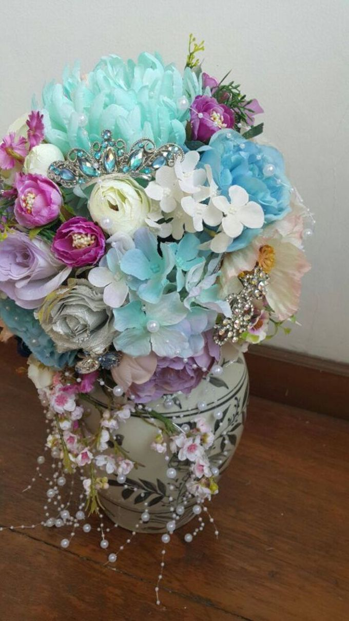 ENCHANTED WEDDING BOUQUET by LUX floral design - 015