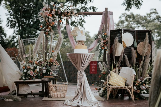 Styled shoot with blissful brides by Bloomwerks - 003