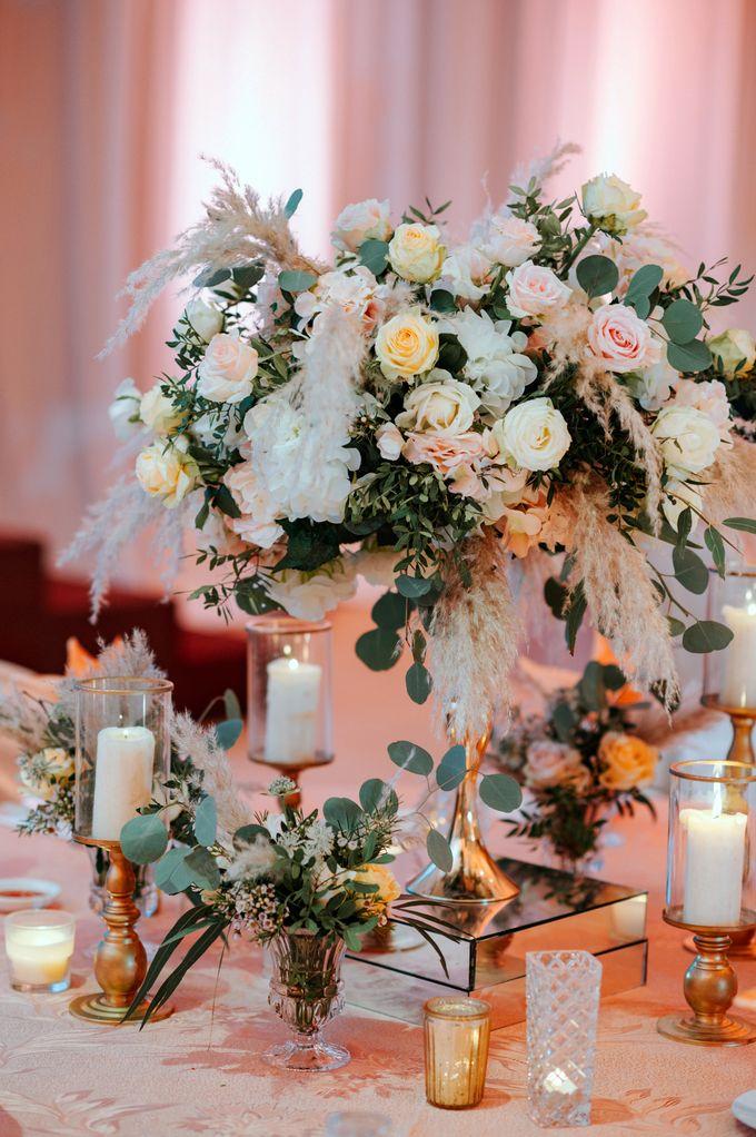 Ashley & Joel - Blush White Wedding by Blissmoment - 004