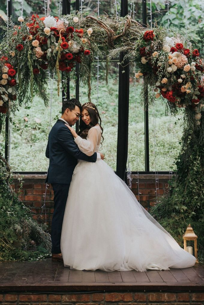 Ivan & Kelly - Fairylight & Rustic Burgundy Wedding by Nic Chung Photography - 005