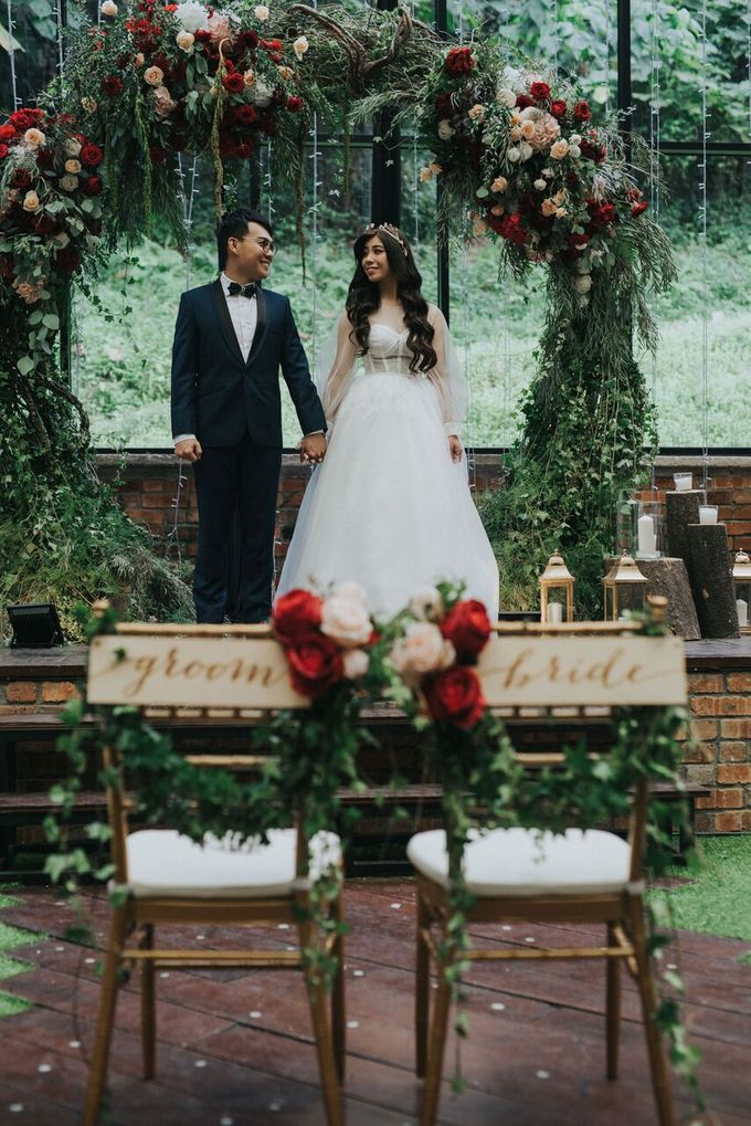 Ivan & Kelly - Fairylight & Rustic Burgundy Wedding by Nic Chung Photography - 006