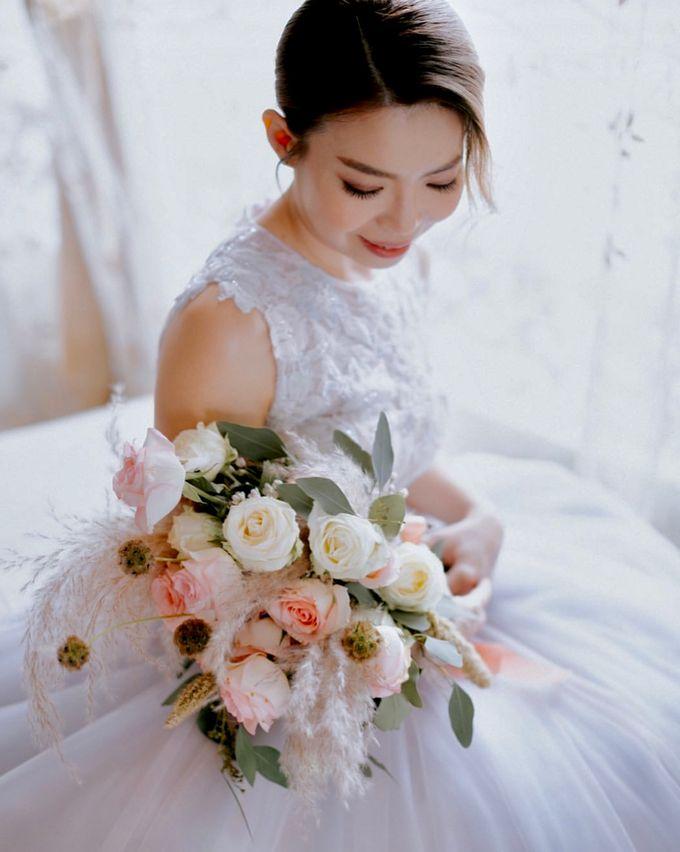 Ashley & Joel - Blush White Wedding by Blissmoment - 003