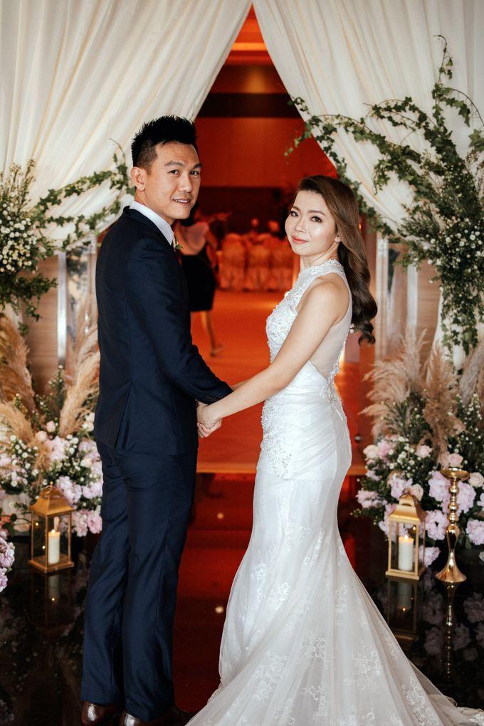 Ashley & Joel - Blush White Wedding by Blissmoment - 002
