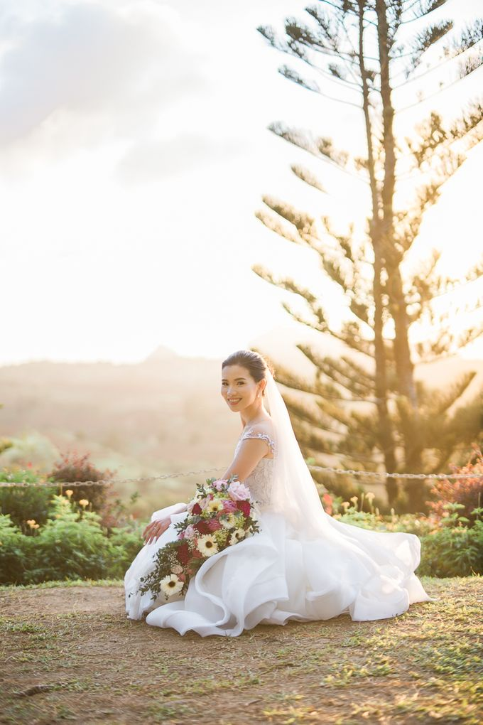 A Romantic and Intimate Wedding in Tagaytay by Jexter Jordan - 023