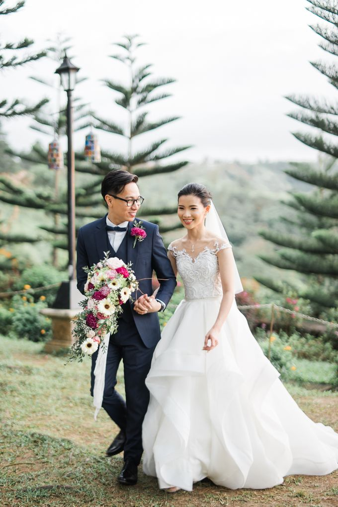 A Romantic and Intimate Wedding in Tagaytay by Jexter Jordan - 042