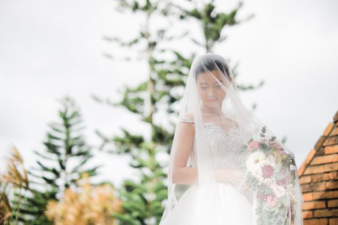 A Romantic and Intimate Wedding in Tagaytay by Jexter Jordan - 017