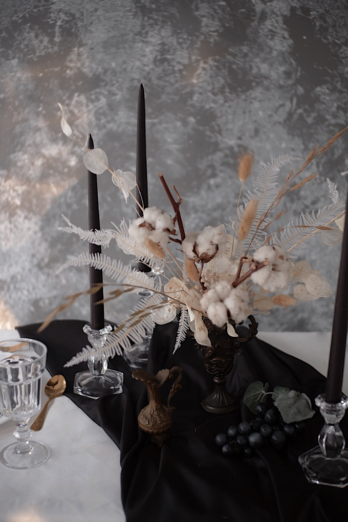 Flower installation and table styling by Bloomette - 005