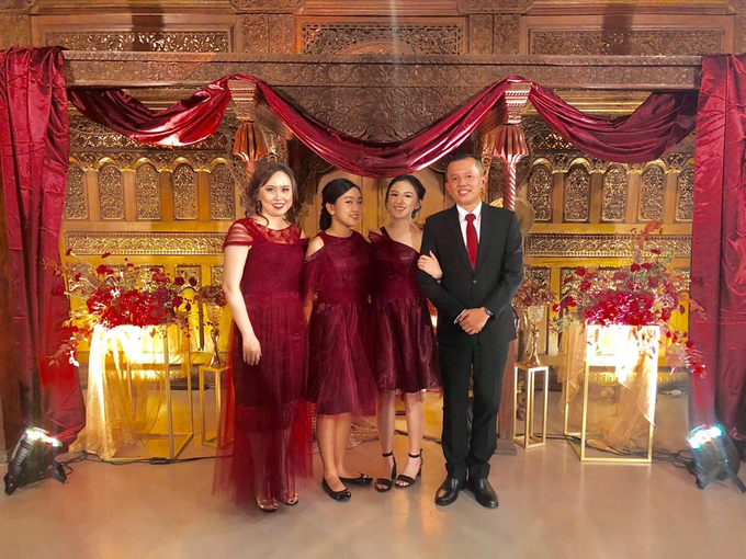 Family dresses in tulle maroon prisket by Boenga Bridal Couture - 002