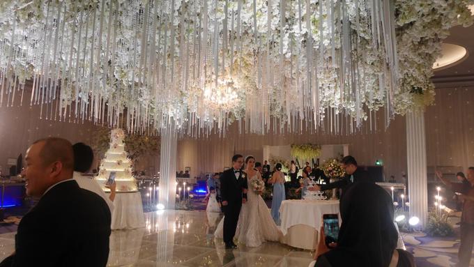 The Wedding of Andri & Mega  by Bonzai Decoration - 015