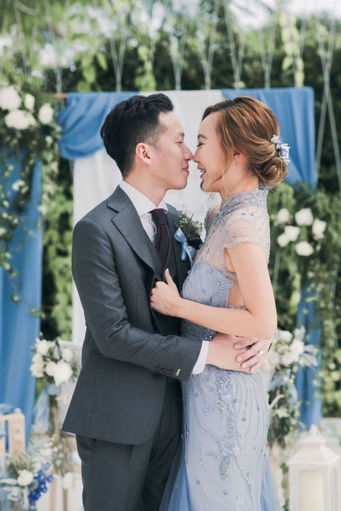 A Dusty Blue Greenhouse Wedding Inspiration by Lovemark Diamond - 012