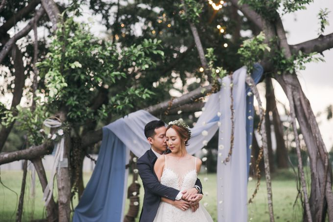 A Dusty Blue Greenhouse Wedding Inspiration by Lovemark Diamond - 004