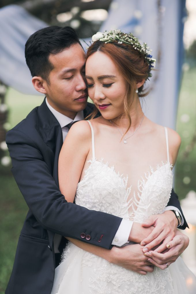 A Dusty Blue Greenhouse Wedding Inspiration by Lovemark Diamond - 003