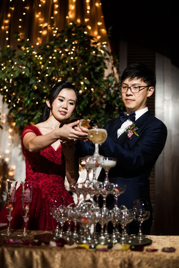 Wedding Day of  JT and KW Swissotel Merchant Court Singapore by oolphoto - 046